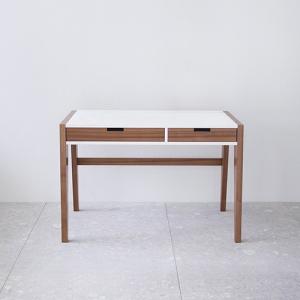 Hylur desk by Guðrún Vald.